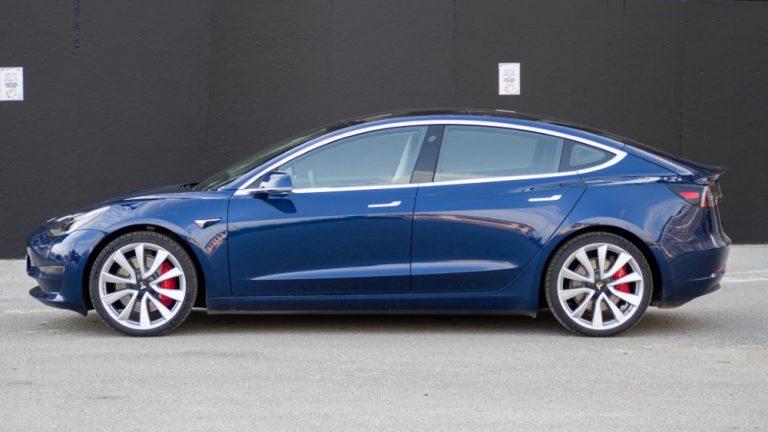 Näitä sähköautoja ruotsalaiset rekisteröivät alkuvuonna — Teslan malli selvästi suosituin!