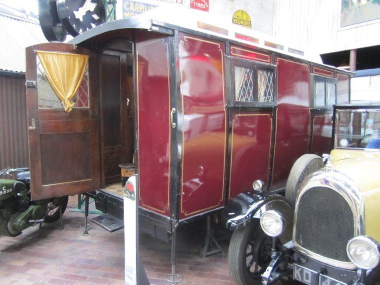 Historian havinaa: Automatkailun mukavuus — kamppeet kasaan ja reissulle