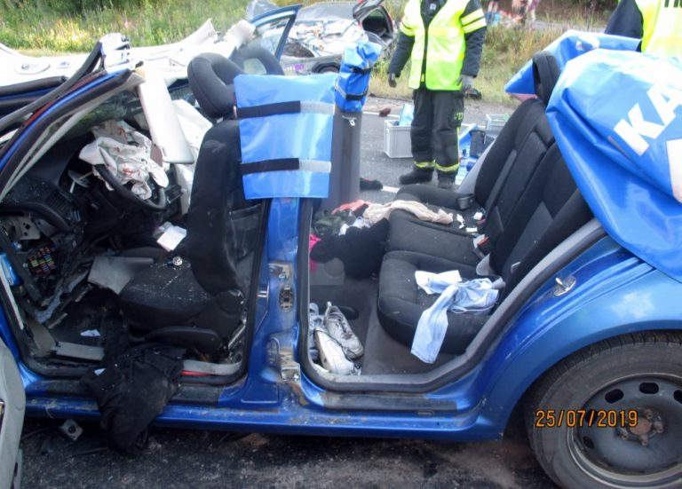 Poliisilta lisätietoa eiliseen Heinolan kolmen auton kolariin — ja kaksi kuvaa