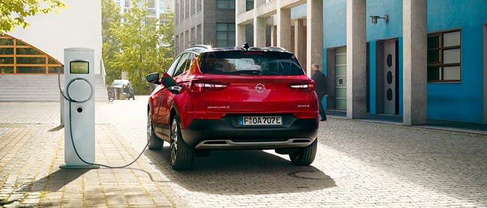 Opelin 300-hevosvoimaisen pistokehybridin ennakkomyynti alkoi tänään