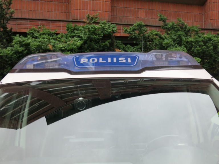 Kortiton kuljettaja pakeni poliisia — ajoi muun muassa pensasaitojen läpi