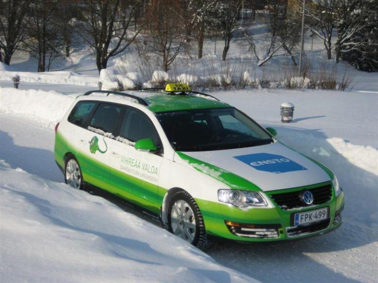 Päivän taksiauto: Jo vuonna 2010 ajettiin Suomessa sähkötaksilla — toimintamatka oli 100 km