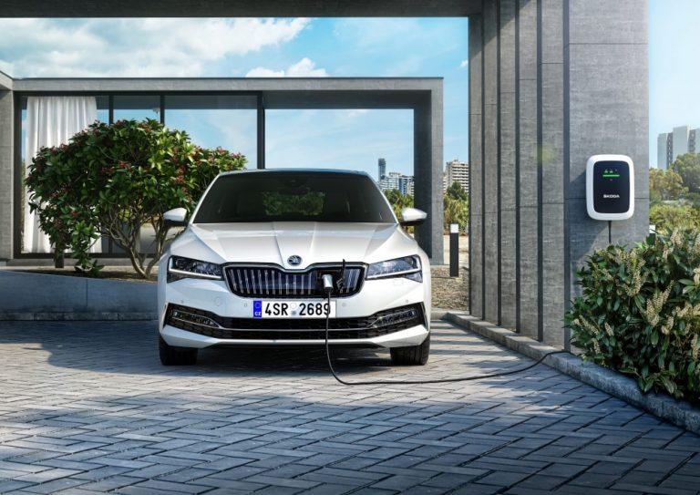 Škoda esittelee asuntomessuilla useita autouutuuksia