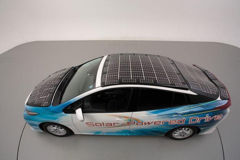 Toyota testaa sähköautoa, joka kulkee yli 50 kilometriä auringon voimalla
