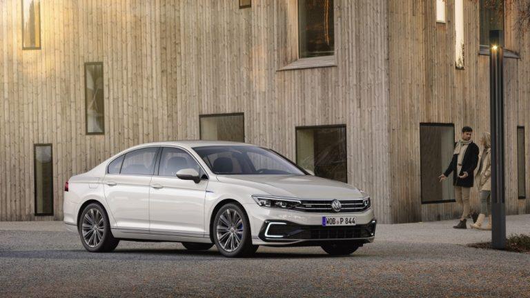 Syksyllä Suomeen saapuvat uudet Volkswagen Passat GTE -mallit kulkevat aikaisempaa pidemmälle sähköllä