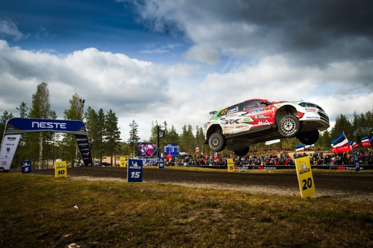 WRC: Lukuisat WRC2-luokan pohja-ajat lämmittivät Lindholmin mieltä
