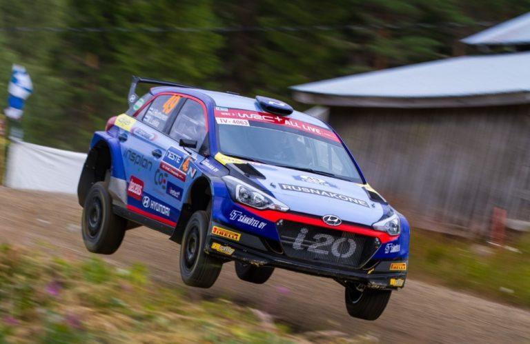 WRC: Huttunen hyppäsi jälleen MM-rallin WRC2-luokan palkintokorokkeelle