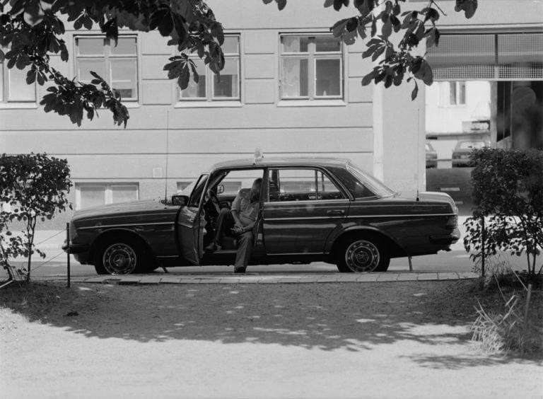 Päivän taksiauto: Taksikuski hengähtää hetken