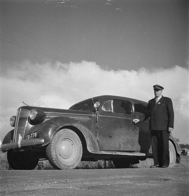 Päivän taksiauto: Myllykoskelainen taksiautoilija Toivo Patras autoineen