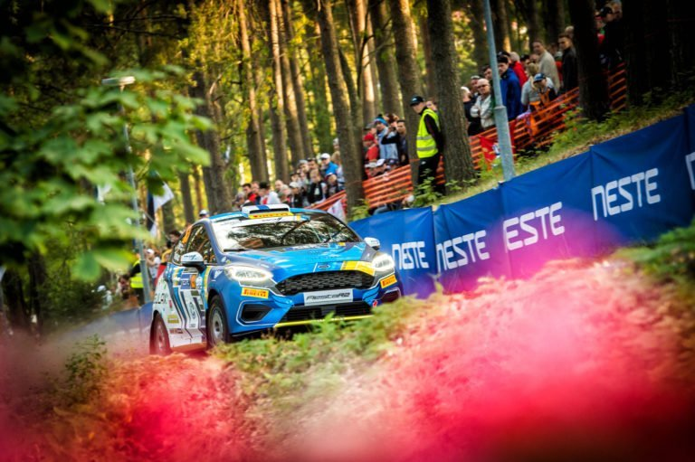 WRC: Suomen MM-rallin nuorin osallistuja sai vuolaat kehut rallipomolta
