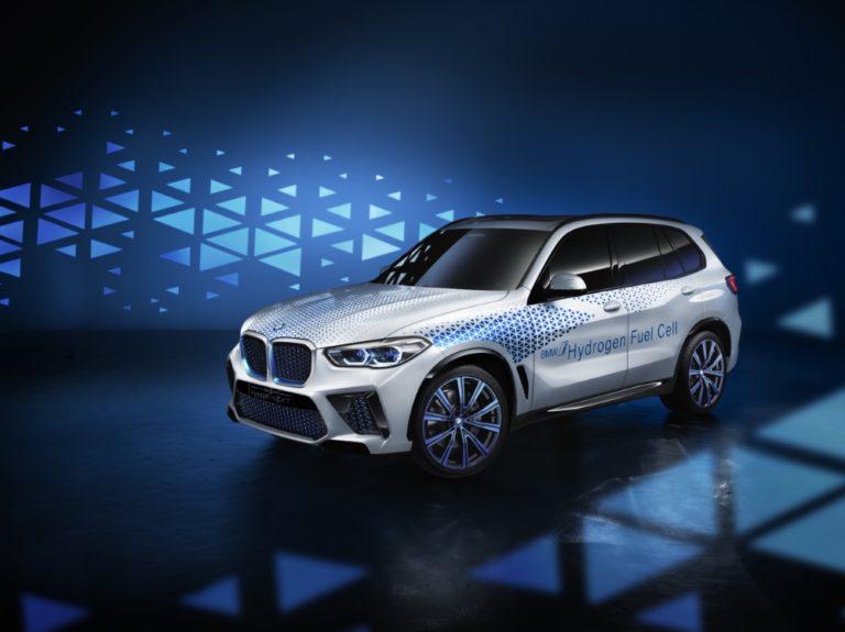 BMW esittelee Frankfurtissa vetyauton — asiakkaille aikaisintaan 2025