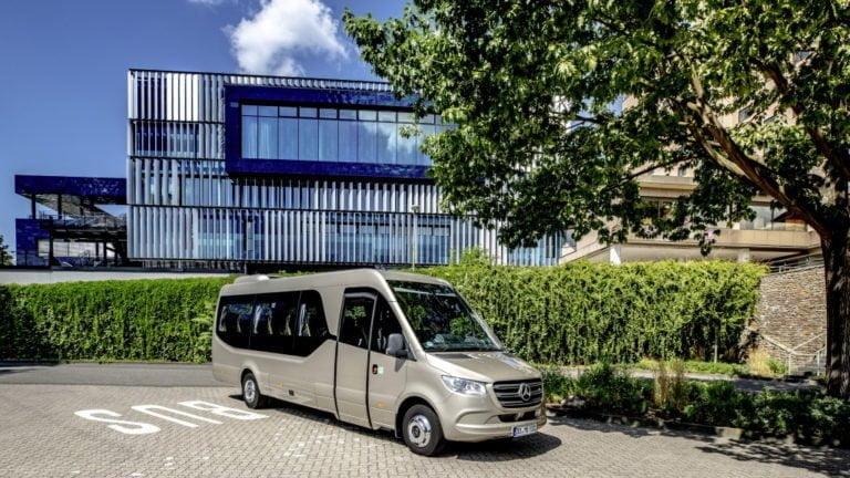 Mercedes-Benz esittelee 21-paikkaisen Sprinter-bussin