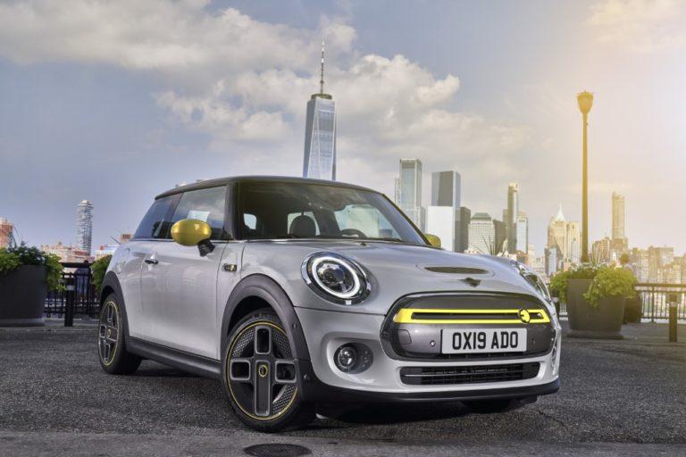 Mini esittelee Frankfurtin autonäyttelyssä sähköauton ja pistokehybridin