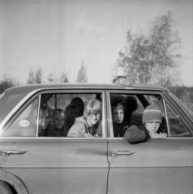 Päivän taksiauto: Lapsia taksin kyydissä Lavian Peräkylässä