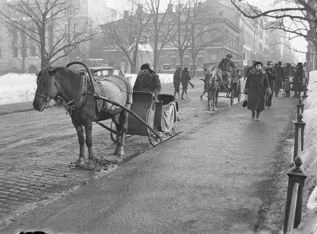 Päivän taksiauto: Vossikat kadulla