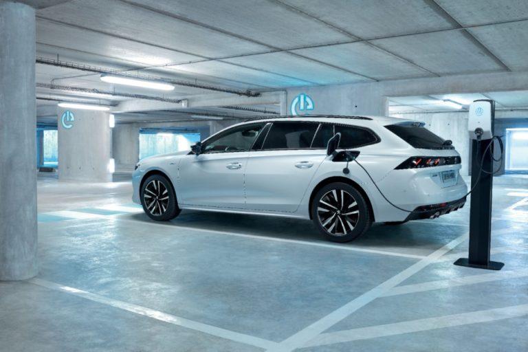 Uudet Peugeot 508 Hybrid -mallit kulkevat sähköllä yli 50 km