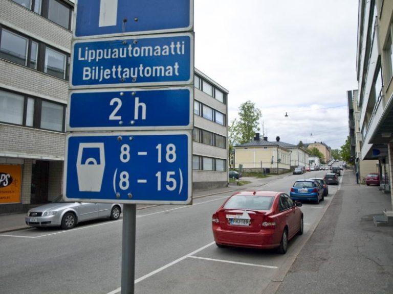 Kolme viidestä suomalaisesta joutunut vaaraan väärin pysäköityjen autojen vuoksi