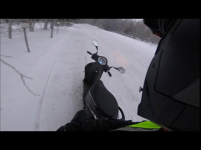 Liikenneopettajat: Mopon talvikoe liian vaarallinen!