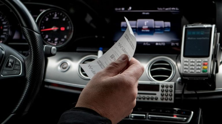 Kysely: Taksia tilatessa nopea saapuminen on halpaa hintaa tärkeämpää