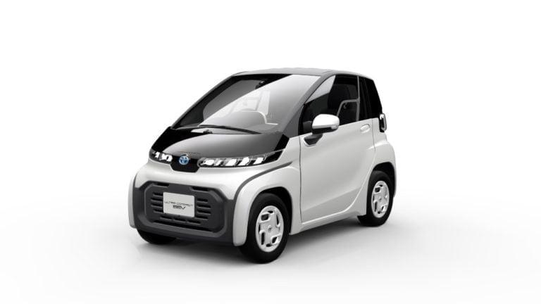 Toyota esittelee Tokiossa pieniä sähkökäyttöisiä ajoneuvoja