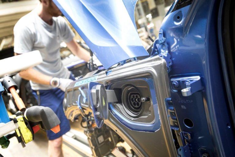 Volvo vähentää autokohtaista hiilijalanjälkeä 40 prosentilla vuodesta 2018 vuoteen 2025