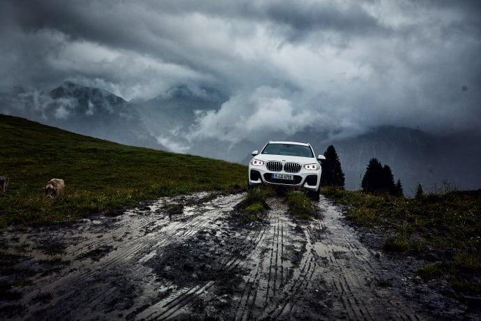 BMW X3-mallistoon ladattava hybridi — tulossa myös täyssähköinen versio