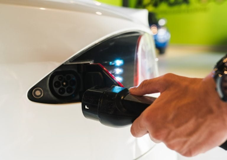 Kysely: Yli puolet vastaajista haluaa vähentää autoilunsa päästöjä