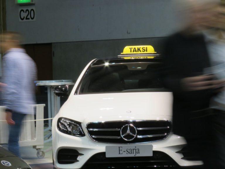 Melkein joka kolmas viime vuonna ostettu taksiauto on Mercedes