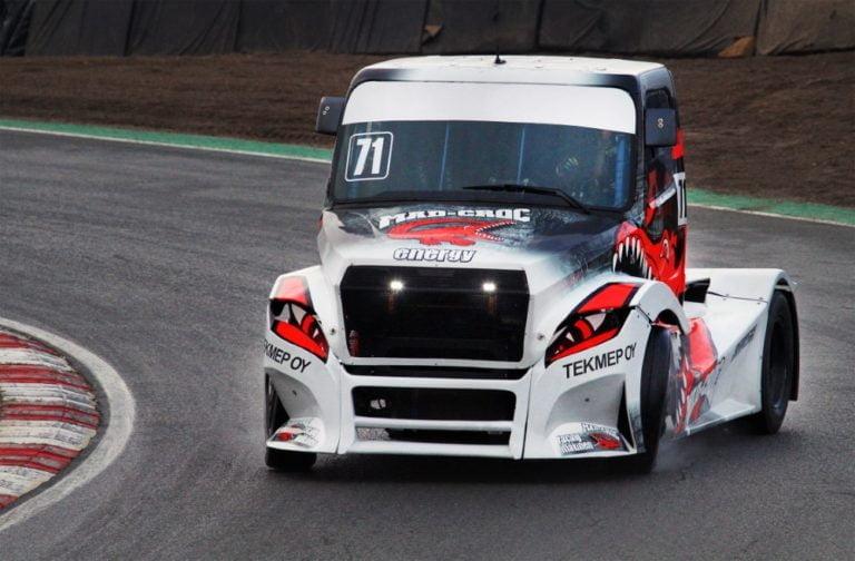 Ratakuorma-autoilu: Mika Mäkisen Brands Hatchin kisaviikonlopusta tuli testireissu