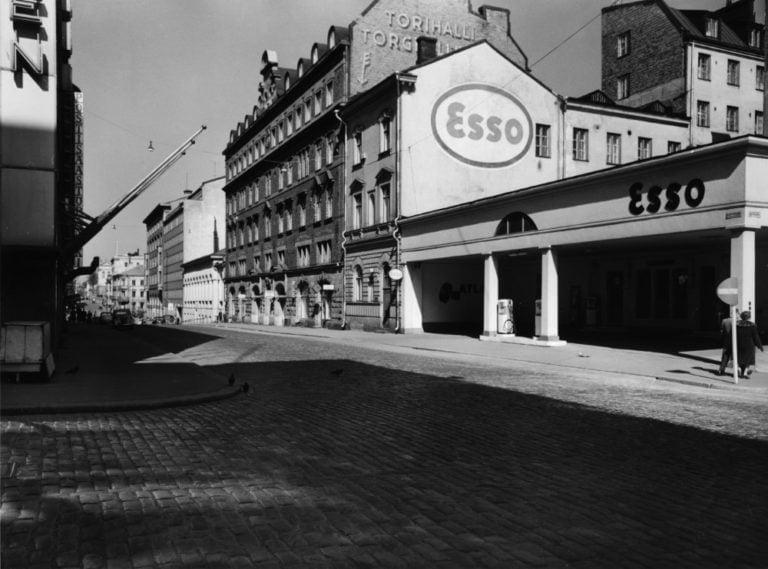 Päivän huoltoasema: Helsingin Unioninkadun Esso 1961
