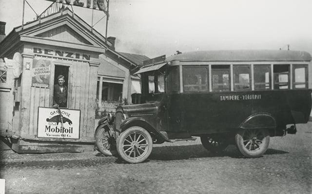 Päivän huoltoasema: Linja-auto huoltoasemalla vuonna 1927