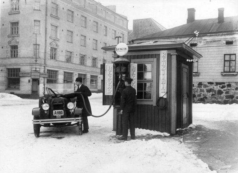 Päivän huoltoasema: Nobel Standardin bensiiniasema Hietalahdentorilla