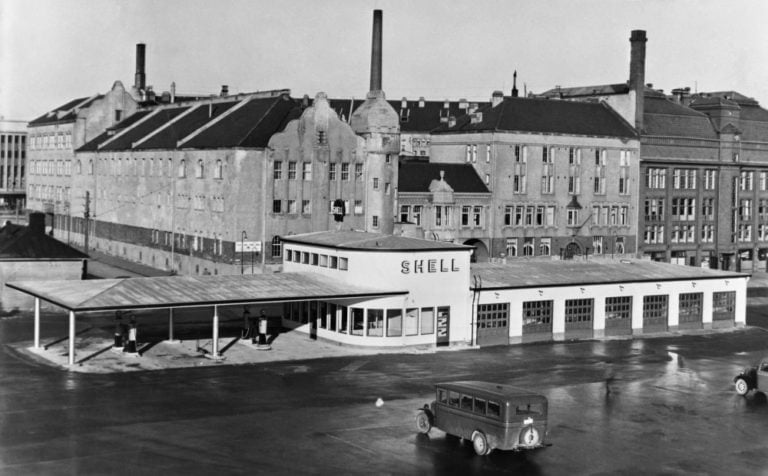 Päivän huoltoasema: Shellin huoltoasema Helsingin Salomonkadulla 1936