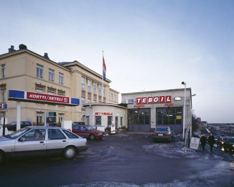 Päivän huoltoasema: Teboilin asema Helsingin Hämeentiellä vuonna 2001