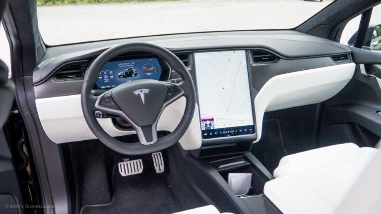 Näin tilanne on muuttunut kahdessa vuodessa — näissä kunnissa oli viime vuoden lopulla ainakin yksi Tesla käytössä