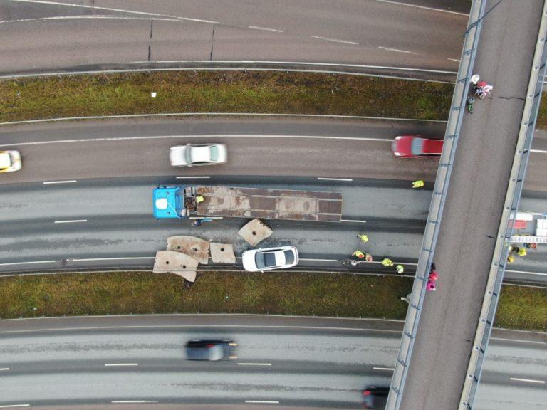 Kymmenen tonnin painoiset vastapainot putosivat ajokaistalle — katso kuvat