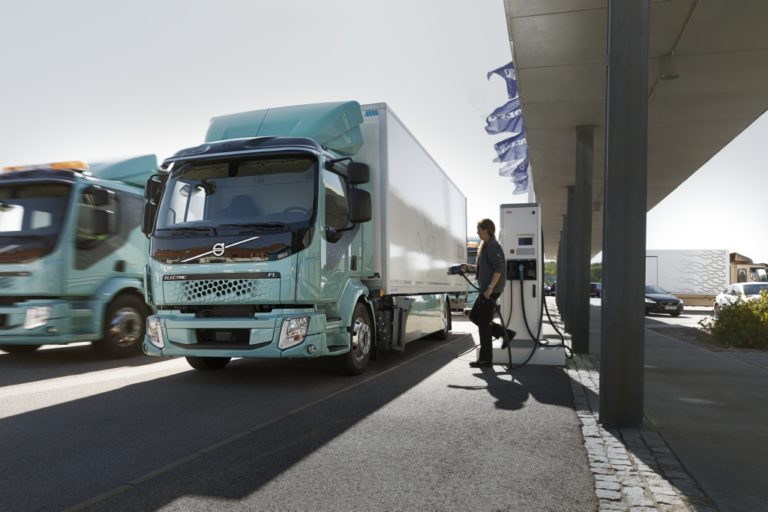 Volvon sähkökuorma-autojen myynti alkaa — ei kuitenkaan vielä Suomessa