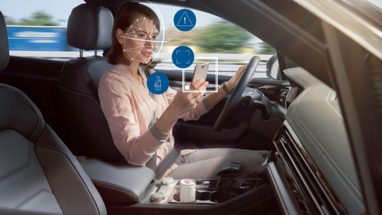 Boschin sisätilojen valvontajärjestelmä tarkkailee kuljettajaa