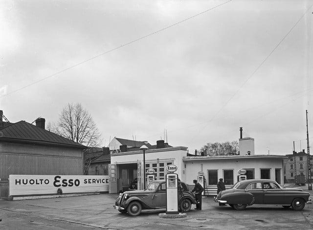 Päivän huoltoasema: Helsingin Mechelininkadun Esso vuonna 1949