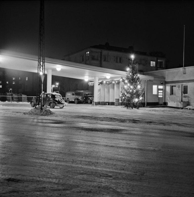 Päivän huoltoasema: Nykyinen McDonalds jouluna 1953