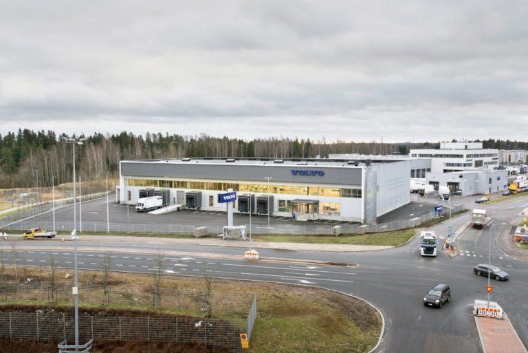 Volvo avannut uuden raskaan liikenteen logistiikkakeskuksen Vantaalle