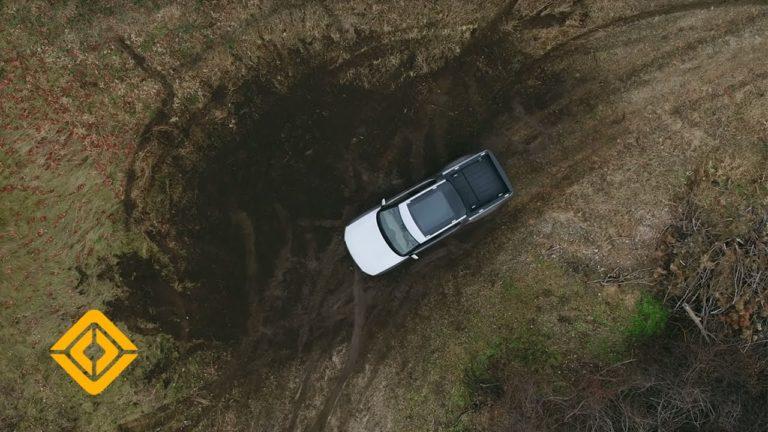 Video: Katso, kun sähköinen avolava-auto Rivian kääntyy paikallaan 360 astetta!