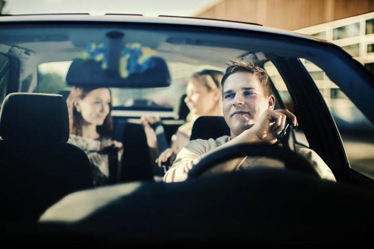 Liikenneturvan vinkit nuorten kuljettajien vanhemmille!