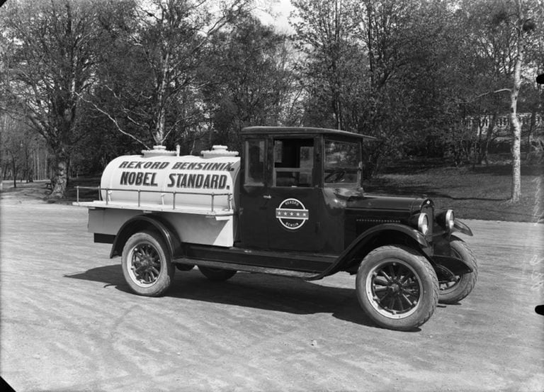 Päivän huoltoasema: Nobel Standardin bensiininkuljetusauto