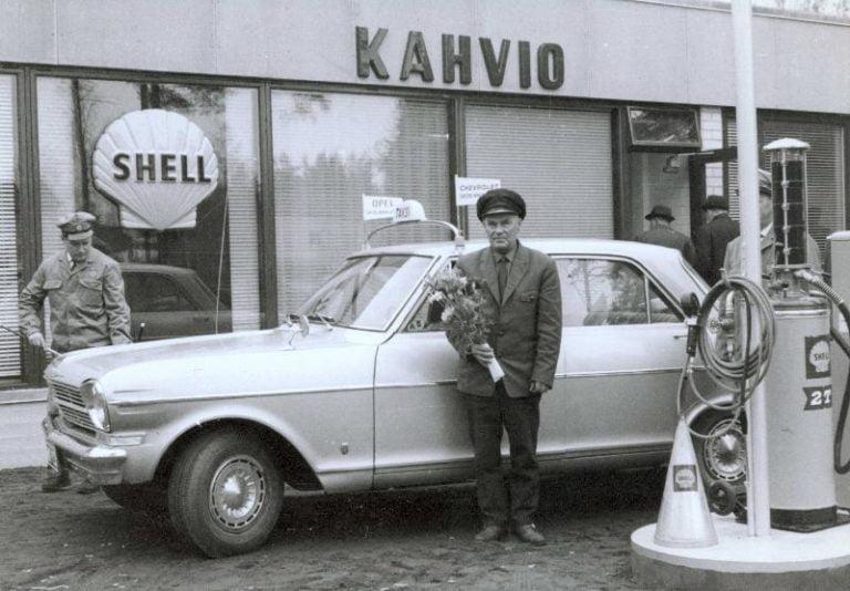 Päivän taksiauto: Autoilija Pasanen Savonlinnan Shellin avajaisissa