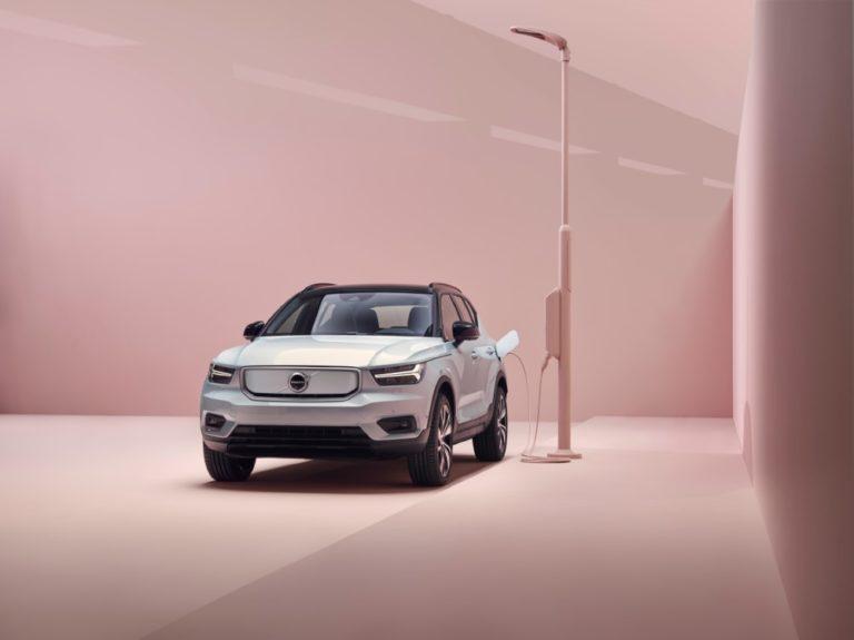 Volvon ensimmäinen täyssähköauto saapuu Suomeen helmikuussa