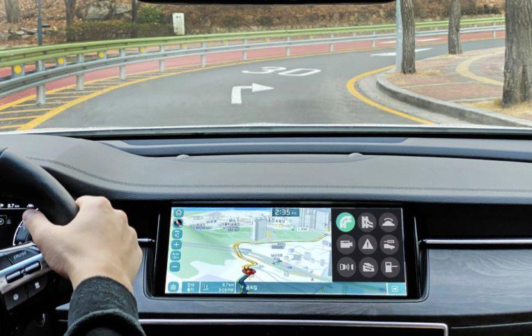 Hyundailta ennakoiva automaattivaihteisto — vaihtaa esimerkiksi sport-tilaan kiihdytysrampissa
