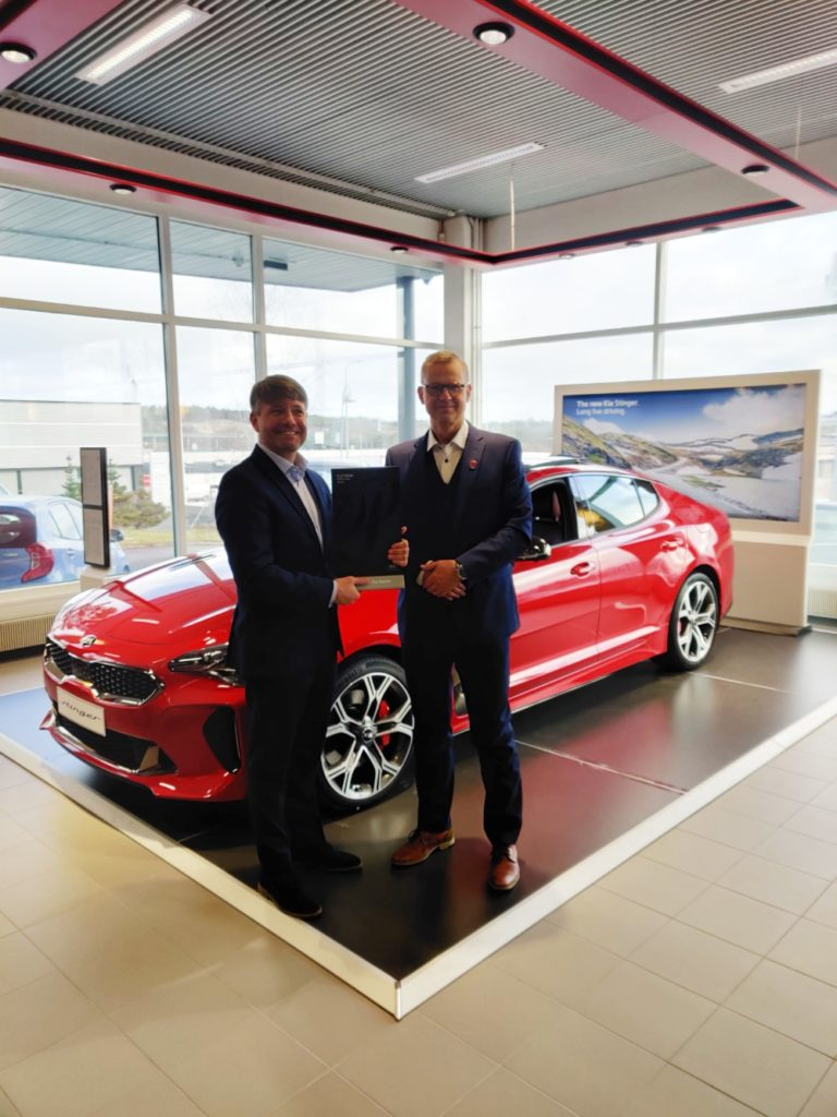 Kian valmistaja palkitsi Delta Auto Tampereen