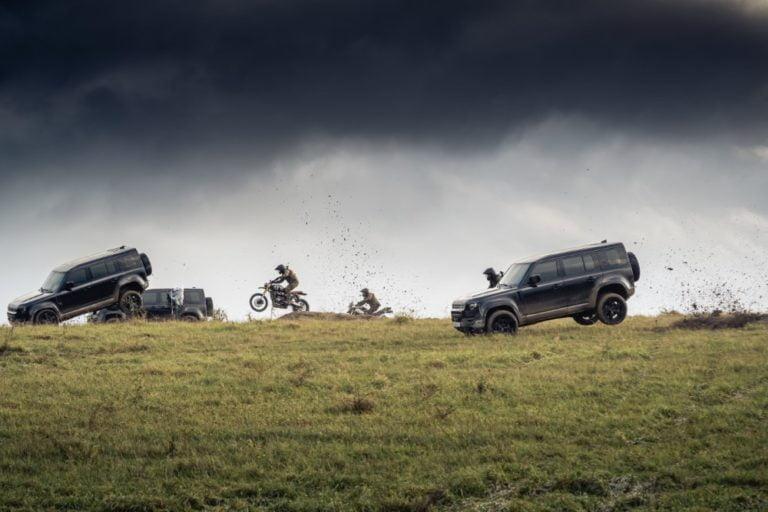 Näin räväkästi uusi Land Rover Defender liikkuu uudessa Bond-elokuvassa