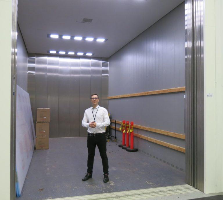 Päivän kuva: Tähän hissiin mahtuu jopa pieni kuorma-auto